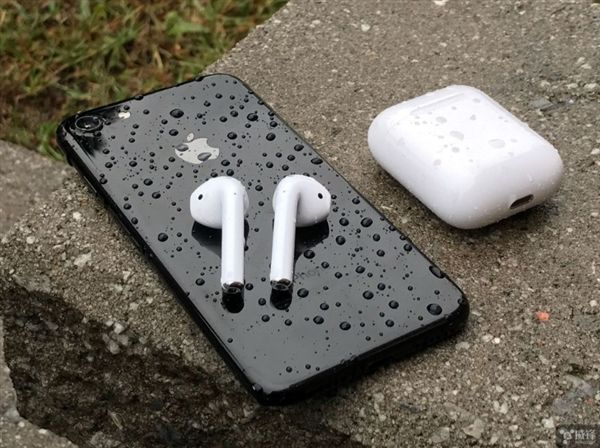 iPhone8 AirPods