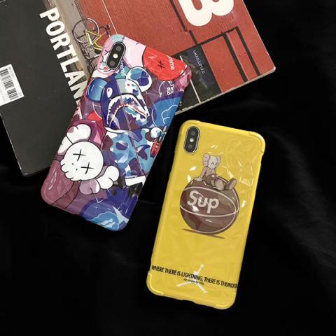 シュプリーム iphone xs max/xsケース 菱形紋 アイフォン XR/Xケース かわいい supreme × カウズ コラボ IPHONE XI/11ケース メンズ レディス 人気 ファッション